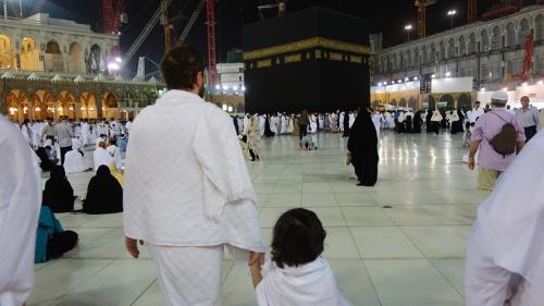 Prendre ses enfants en Omra, les avantages à le faire