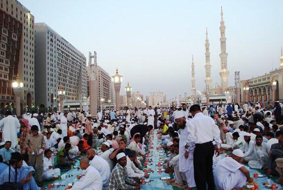 Iftar à la mosquée de Médine